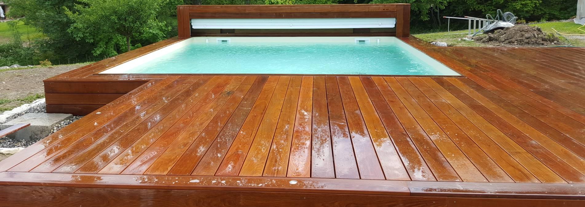 Piscine et terrasse en bois exotique